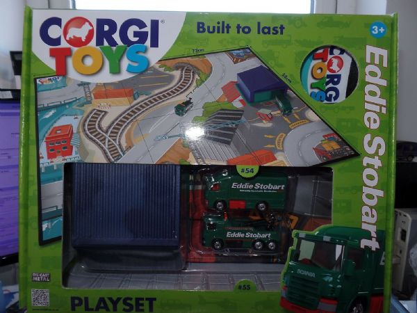 Corgi  TY66078 Eddie Stobart Play Set Truck  Wrecker Building with Playmat